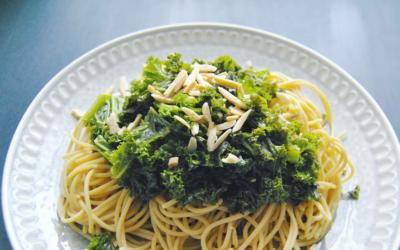 Grünkohl Spaghetti mit Mandeln