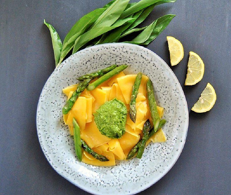 Bärlauch Pesto mit Spargel und Mais Pasta