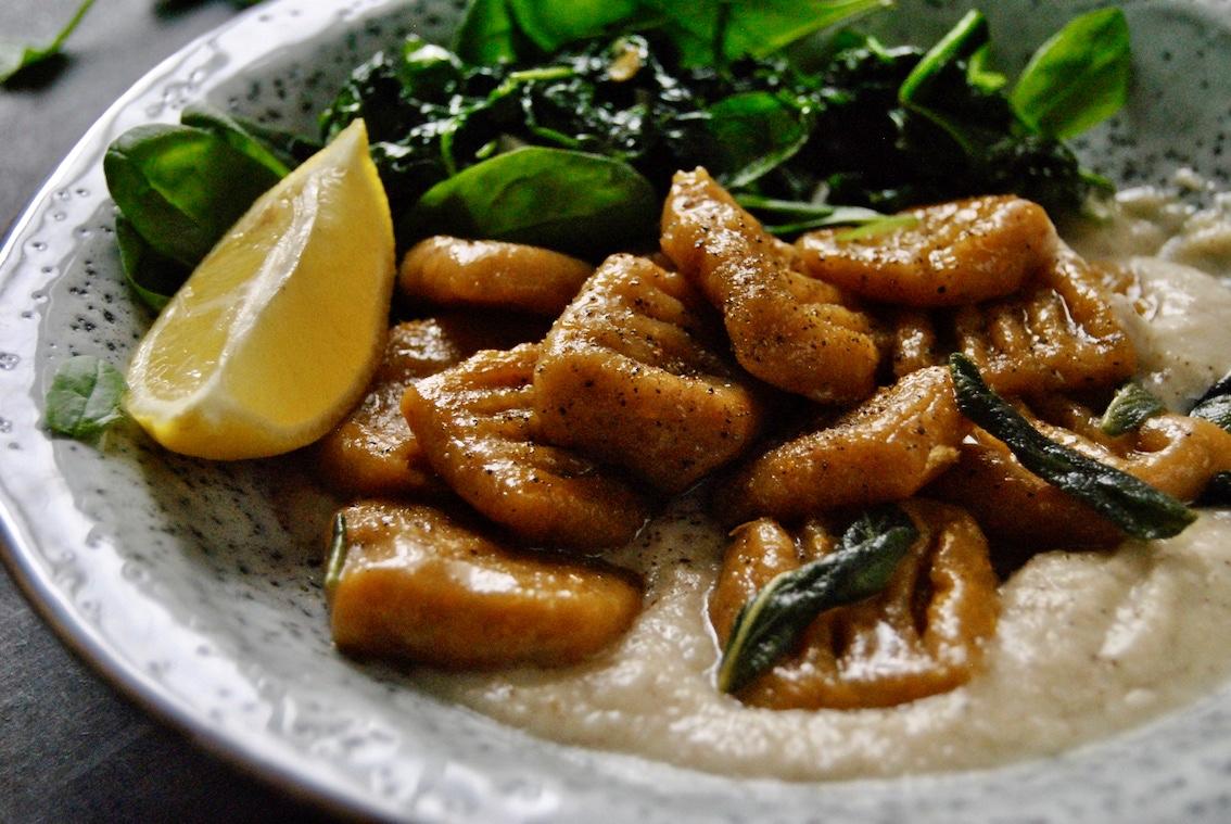 Süßkartoffel Gnocchi mit Pastinaken Mandelcreme