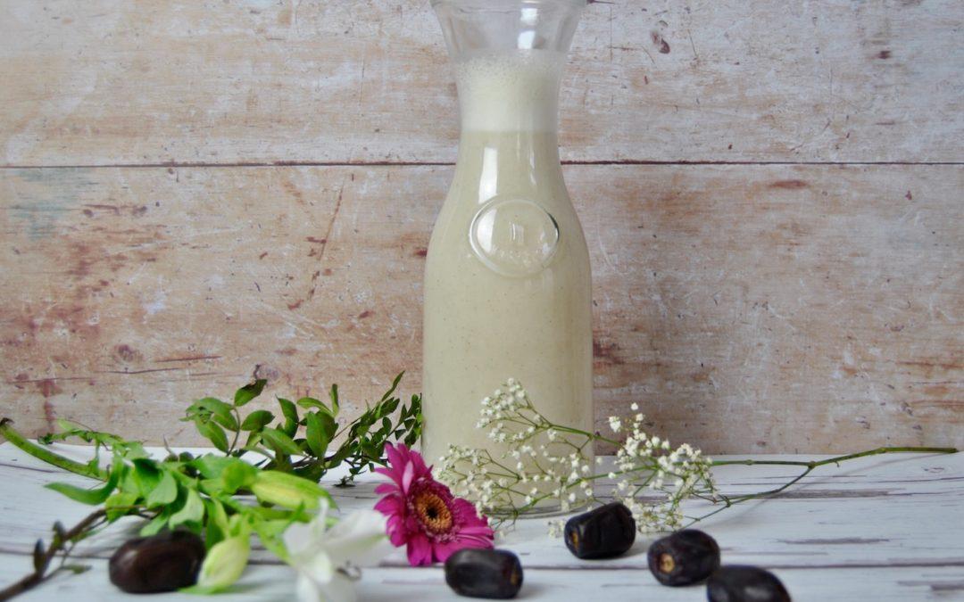 Selbstgemachte Reis Dattel Milch