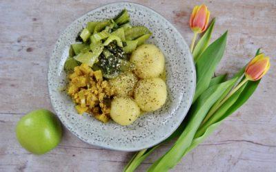 Kartoffel Klöße mit Frühlings Gemüse und Apfel Kokos Chutney