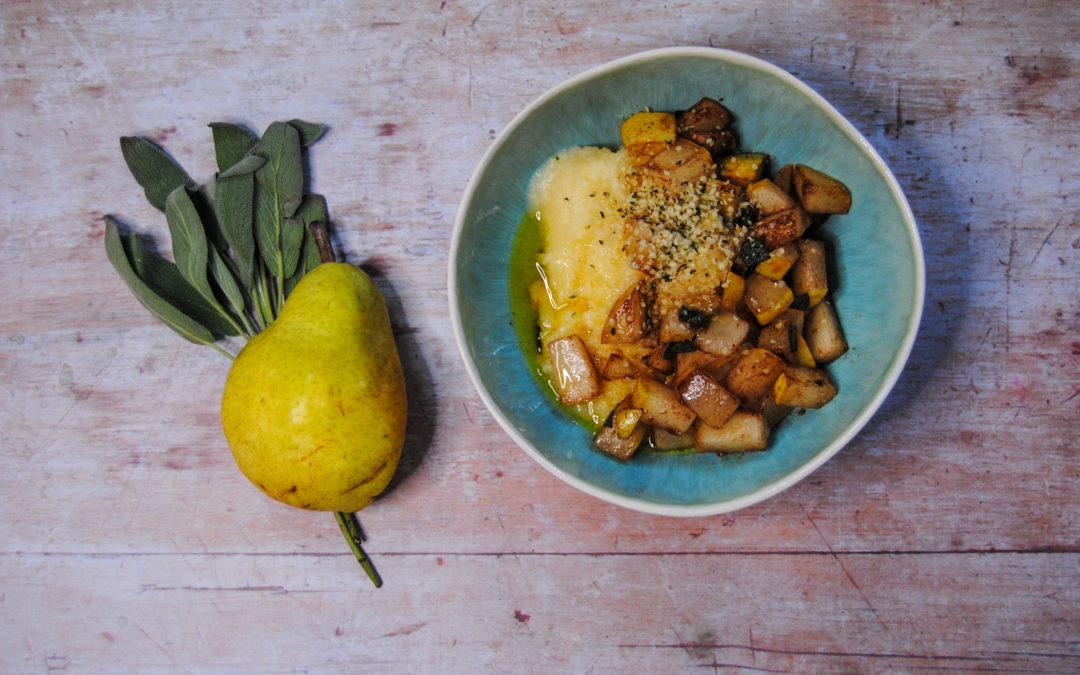Ayurvedisches Polenta Porridge mit Salbei Birnen